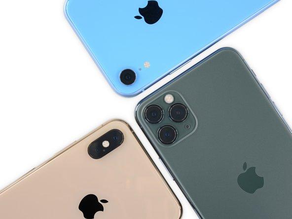 적어도이 iPhone 카메라 평면은 휴대폰 뒷면과 조금 더 잘 어울리는 경사진 가장자리를 가지고 있습니다.