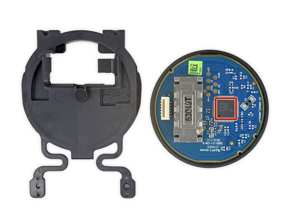 After removing the touchpad assembly from the controller, we immediately notice that the daughterboard is near-identical to the one found in the Steam Controller.