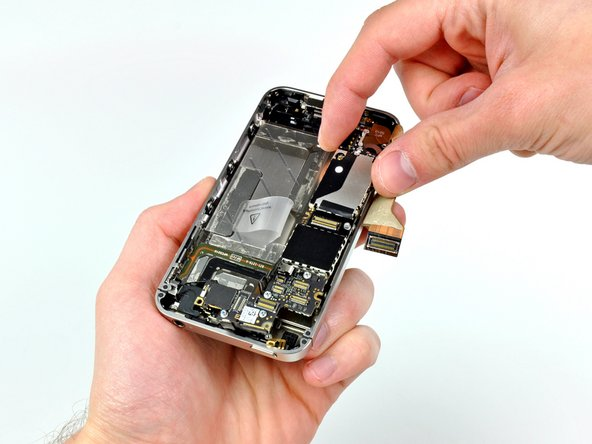 Image 1/1: The logic board can finally be lifted out of the iPhone.