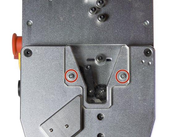 Retire a MF 2700H da tomada antes de começar a desmontá-la.