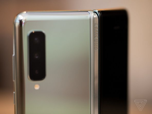 Back hinge on the Samsung Galaxy Fold