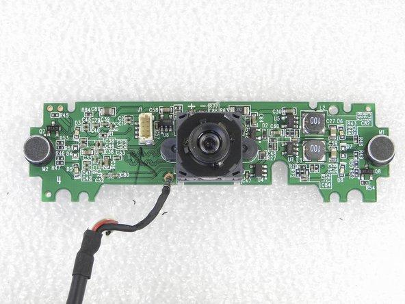 Imagens frontal e traseira da placa de circuito eletrônico da webcam.
