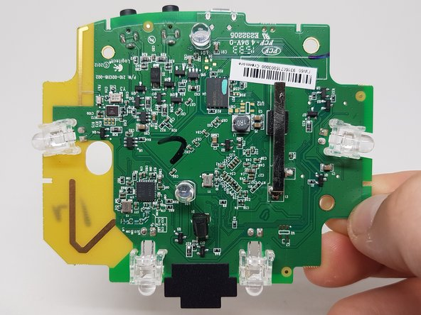 Image 3/3: [http://www.csr.com/sites/default/files/csr8811.pdf|CSR8811] bluetooth chip and antenna