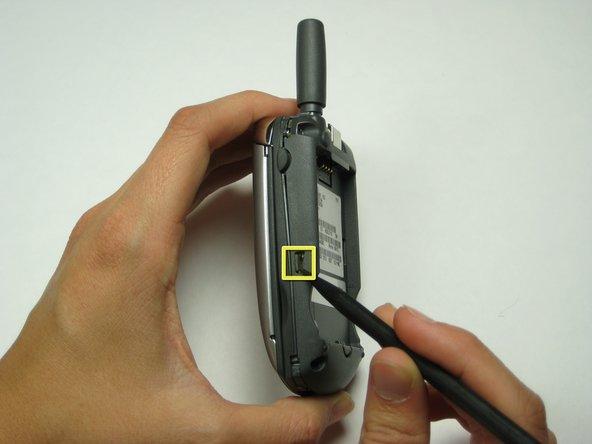 Appuyez simultanément sur les boutons indiqués des deux côtés du téléphone.