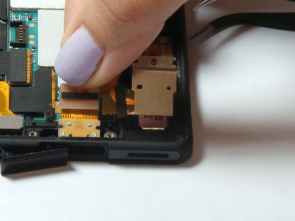 Image 2/3: Lift up to remove USB plug from the mounting location.
