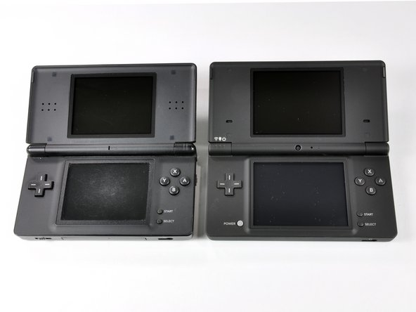 Image 2/2: The DSi has a new skin: a matte-black (almost dark gray) color that feels much rougher than the DS Lite. The roughness allows for better grip of the system, as well as improved scratch resistance.