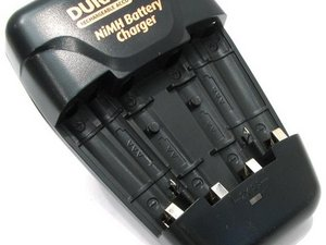 Duracell CEF14N NiMH Battery Charger