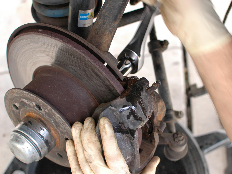 Mercedes W123 Repair Ifixit Suspension Wheels And Brakes Guides Brake Pads Rear Diagram Caliper Front