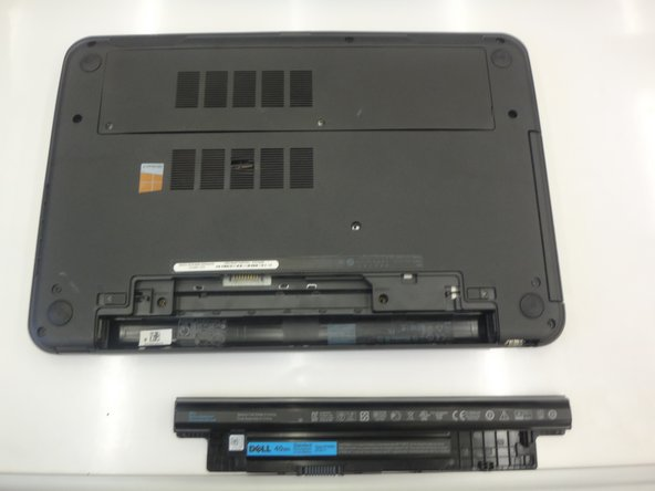 Image 3/3: Lift the battery out of the laptop.