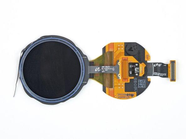 صفحه نمایش Super AMOLED در نسخه 46 میلی متر ما دارای قطر 1.3 & quot؛ (33 میلی متر) وضوح حداکثر عمودی و افقی 360 پیکسل است.