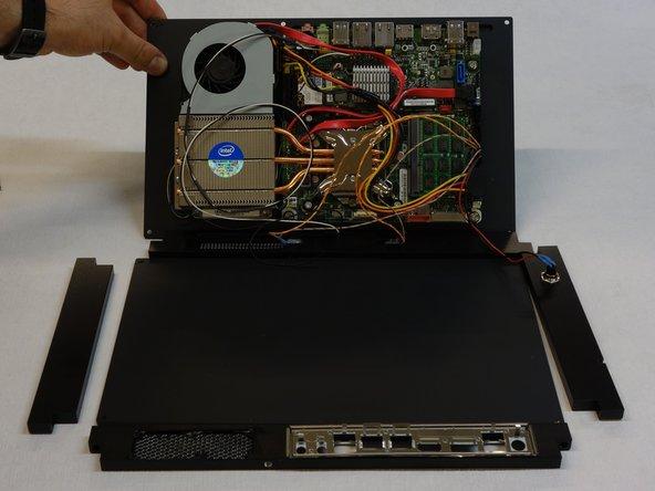 Soulevez la plaque du fond sur laquelle sont fixés tous les composants.