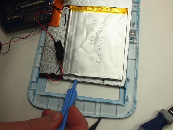 Use the wide plastic opening tool to slowly pry each side of the battery up.