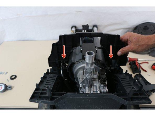 Mise en place de l'arceau du maintien du moteur de la pompe