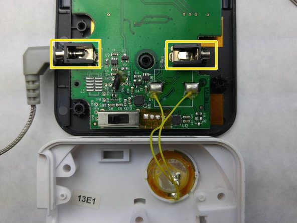 Image 1/1: Insert the probes to check their connection to the probe terminals.