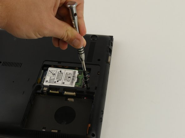 Image 2/2: Remove the 6 mm screw with the Phillips #000 screwdriver.