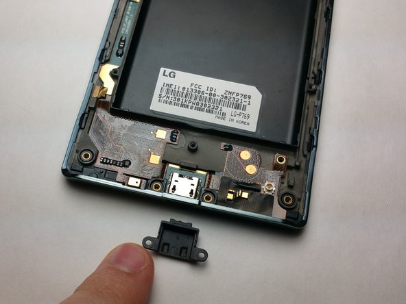 Remove Micro-USB Cache by unscrewing both 2.9mm screws with the PH000 headtype