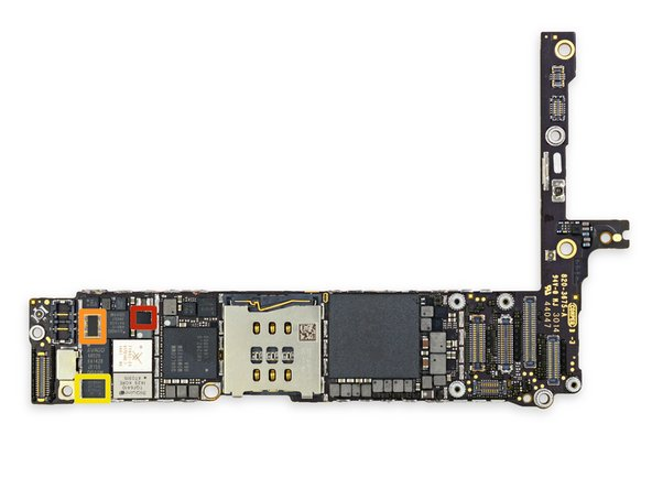 Altri IC nella parte frontale della scheda logica.