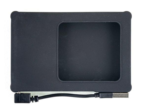 Antes de insertar el nuevo disco duro, ten en cuenta la orientación de los conectores SATA integrados en la carcasa: