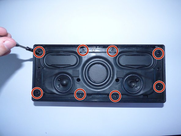 Image 1/2: Take the 2 20mm Philips J1 screws out of the middle of the speaker as shown.