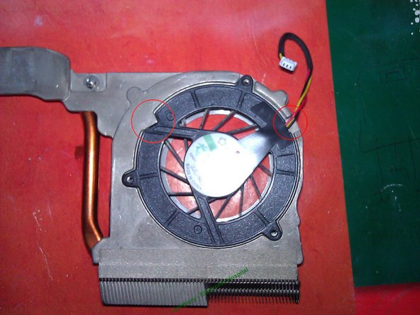 Take care of the marks to assemble the fan correctly