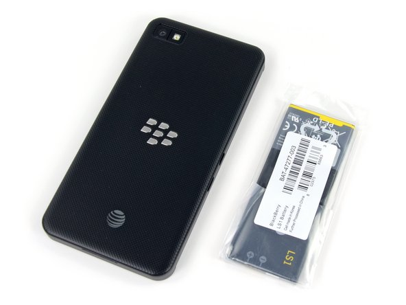 Image 1/2: You even have the option of charging your phone '''and''' a spare battery [http://store.shopblackberry.com/store/bbrryus/en_US/pd/productID.265402200/categoryID.61655400|at the same time|new_window=true].