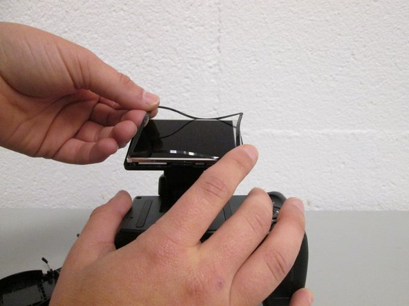 Image 2/2: Lift the rubber screen bumper off of the screen.