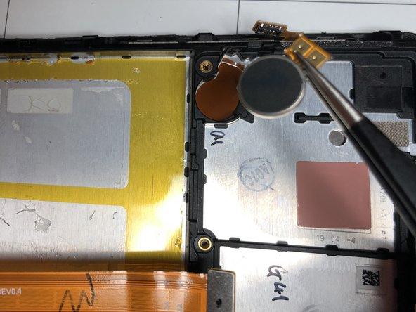 rimuovere vibrazione aiutandosi con fonte di calore perché incollato con adesivo