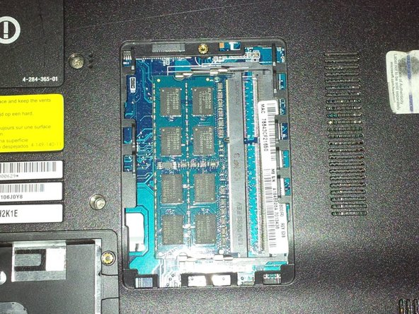 Image 2/3: remove the RAM module.