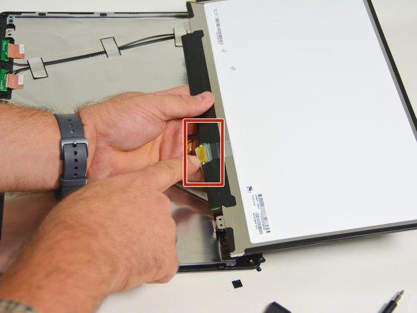 Image 2/3: Orten Sie nun den Verbindungsstecker.