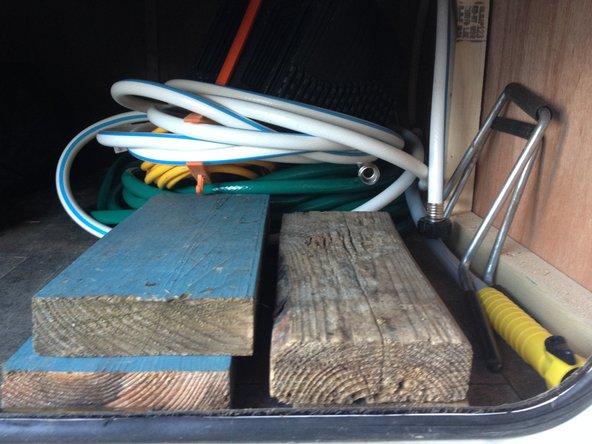 Verrouillez tout compartiments et portes.