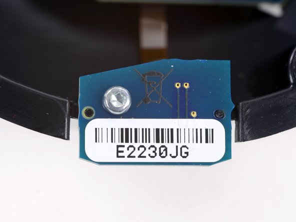 On the inner dome we find a small daughterboard held in by a T6 Torx screw. It's labeled as E2230JG along with a barcode.