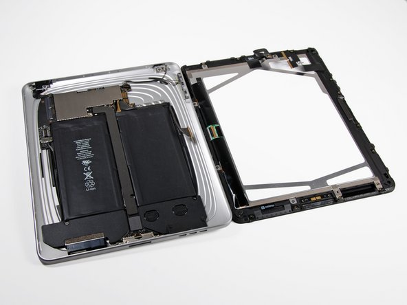 Image 2/2: The empty void in the upper right corner is where the cellular communications board will go in the [http://s1.guide-images.ifixit.com/igi/mVQCgcERMeRALsU6.large|3G iPad].