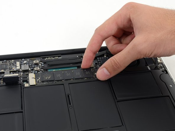 Image 1/3: Do not excessively lift the end of the SSD.