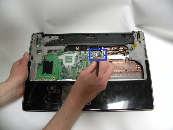 Disconnect the audio cable from the system board using the spudger tool.