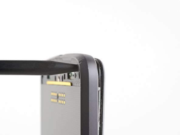 Repeat the separation and prying process for the other side of the phone.