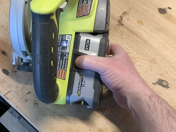 Unplug your circular saw or remove the battery before replacing the blade!