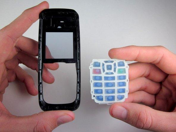 Appuyez sur le clavier depuis l'extérieur de lia façade avant du téléphone pour séparer le clavier du téléphone.